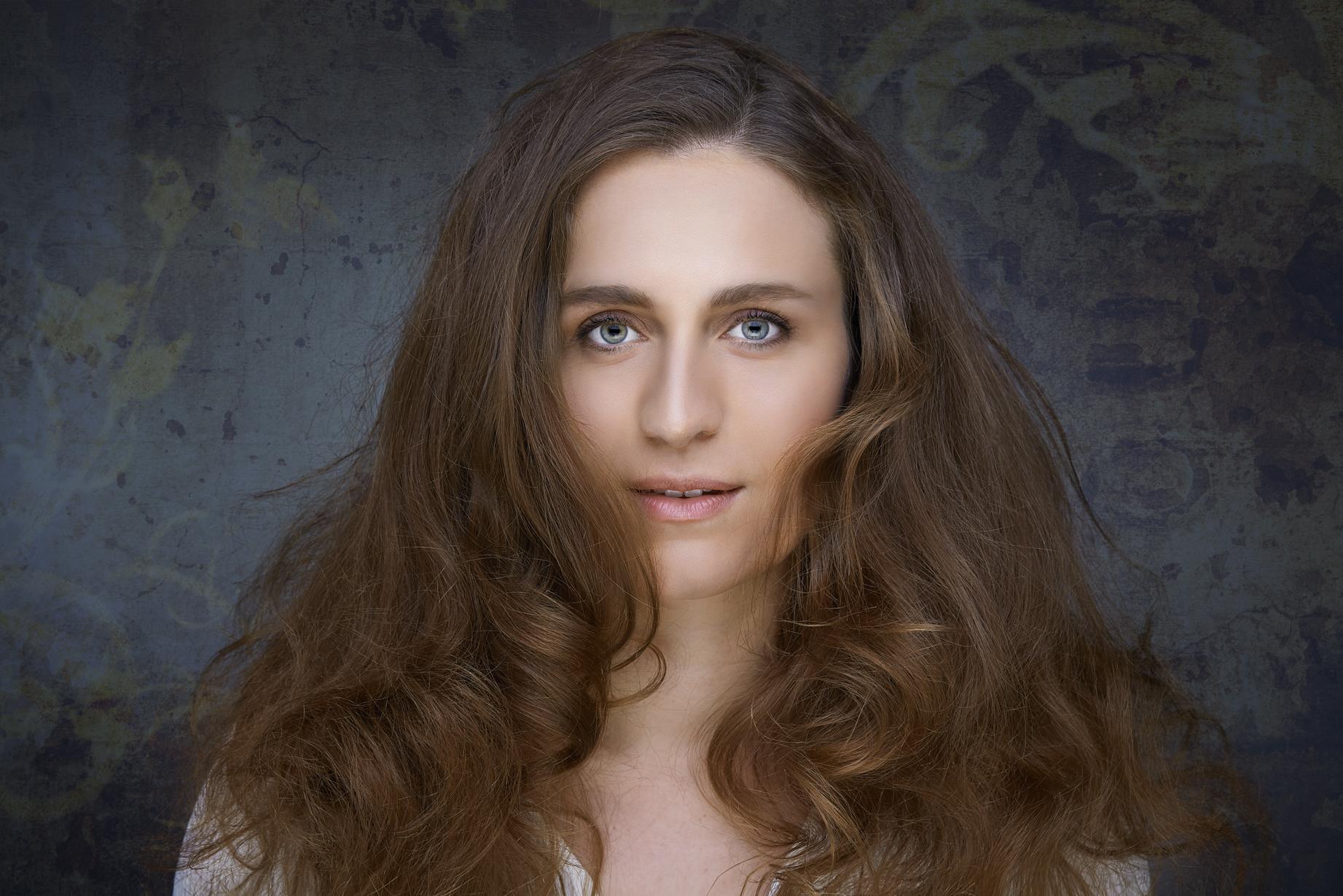 Julia Anna